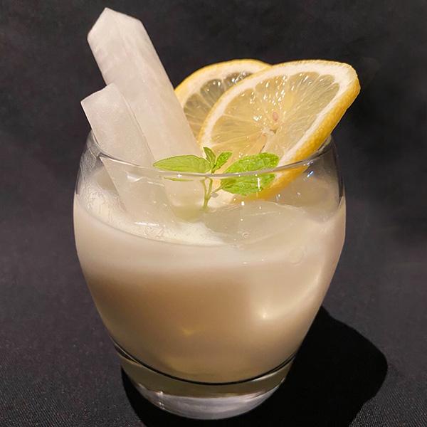 【Special Power Cocktail】<br>ハニージンジャーヨーグルト<br>-大根を添えて- 1,200円(税抜)